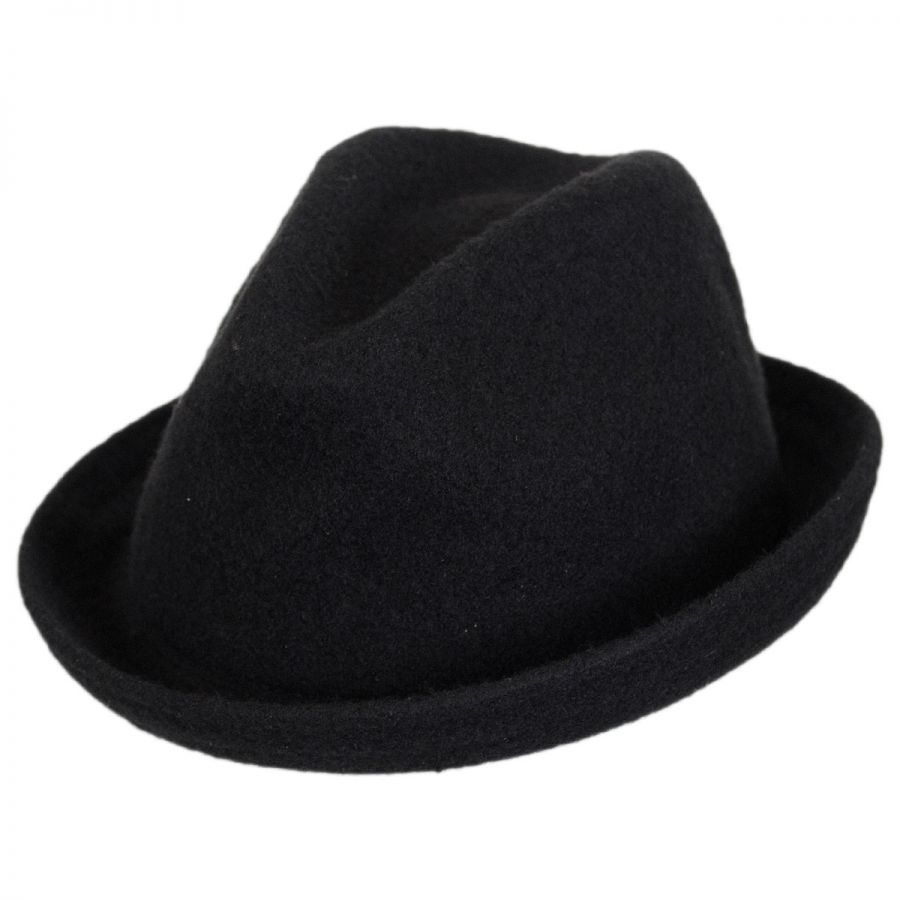 The Statoliner Youth Wool Fedora Hat from Stetson is the perfect hat for your kiddo! It features a classic fedora design, complete with a unique grosgrain ribbonhat band .