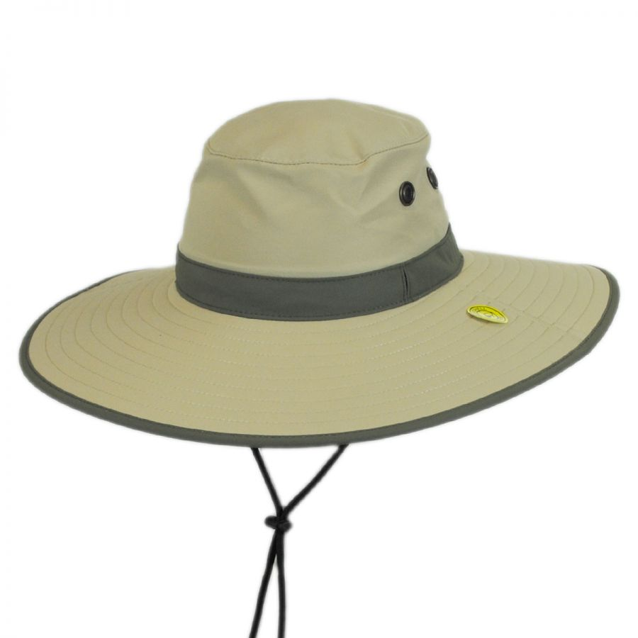 Sunday Afternoons™ Ultra Adventure Hat offers UPF 50+ sun protection and features our Reverse Clamshell Brim™ for packability and Sunglass Lock™ to hold glasses in place.