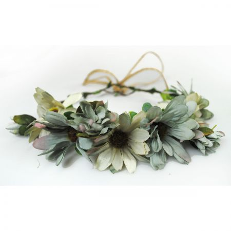 Jeanne Simmons Daisy Adjustable Wreath