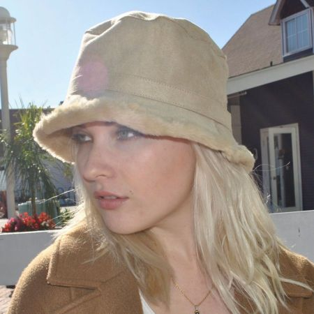 sur la tete Siberian Bucket Hat